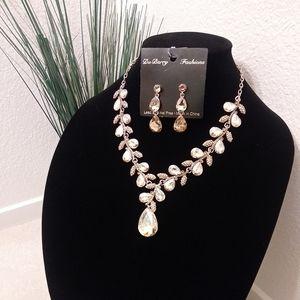 Gold teardrop jewelry set